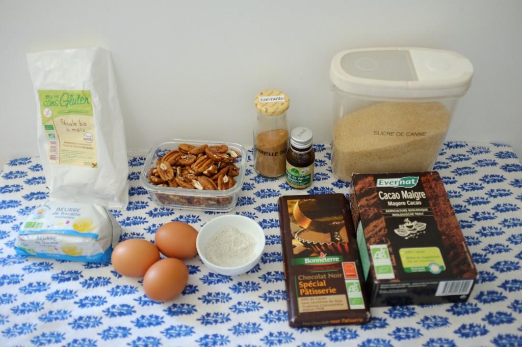 Les ingrédients sans gluten pour les brownie individuels aux nois de pécan