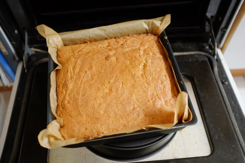 pour éviter que le gâteau sans gluten ne retombe, je le laisse reposer 10mn sur la porte ouverte du four éteins