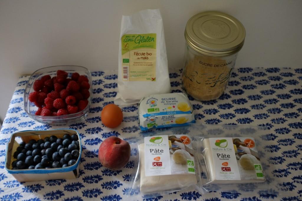 Les ingrédients sans gluten pour la tarte tréssée framboise, pèche et myrtille