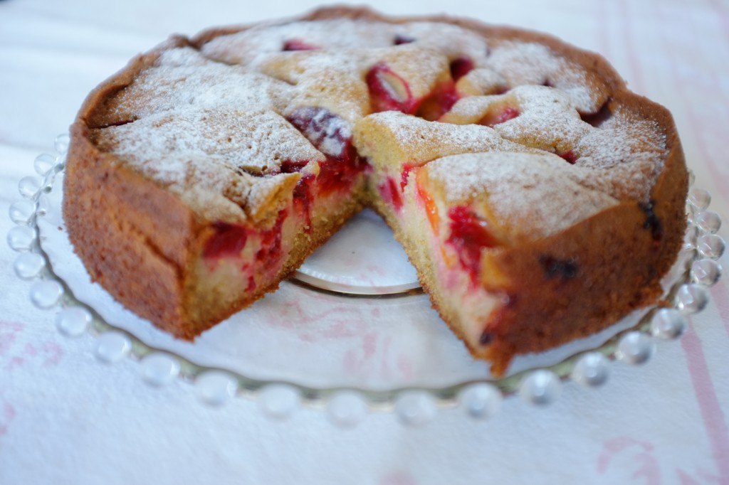 Le gateau aux prunes sans gluten est un gâteau tendre, acidulé et généreux. Parfait pour un dessert de repas familial...