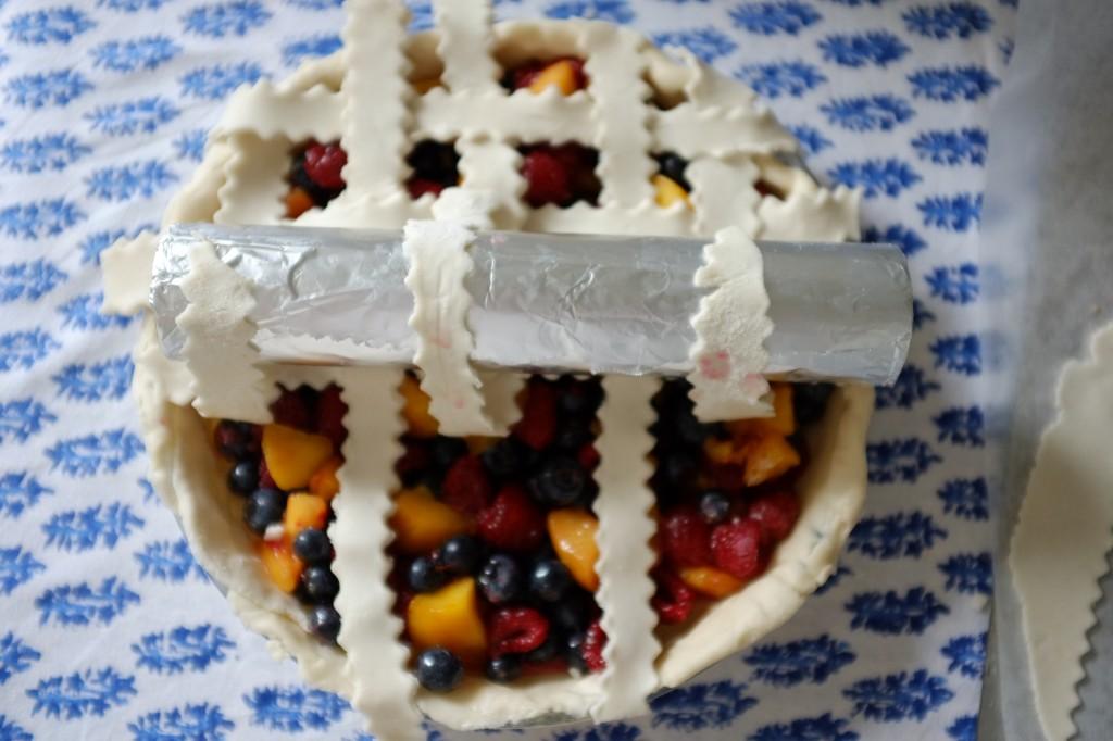 Il suffit de recommencer le même tressage de l'autre côté de la tarte sans gluten