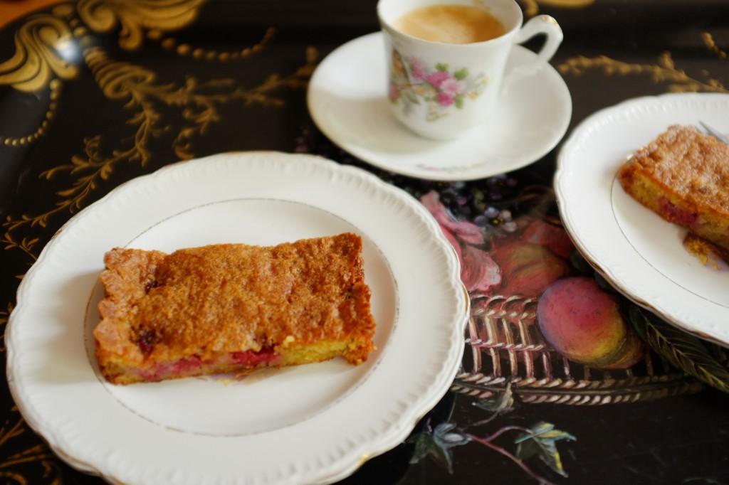 Le gâteau sans gluten framboise et rhubarbe pour accompagner le thé de ma grand-mère