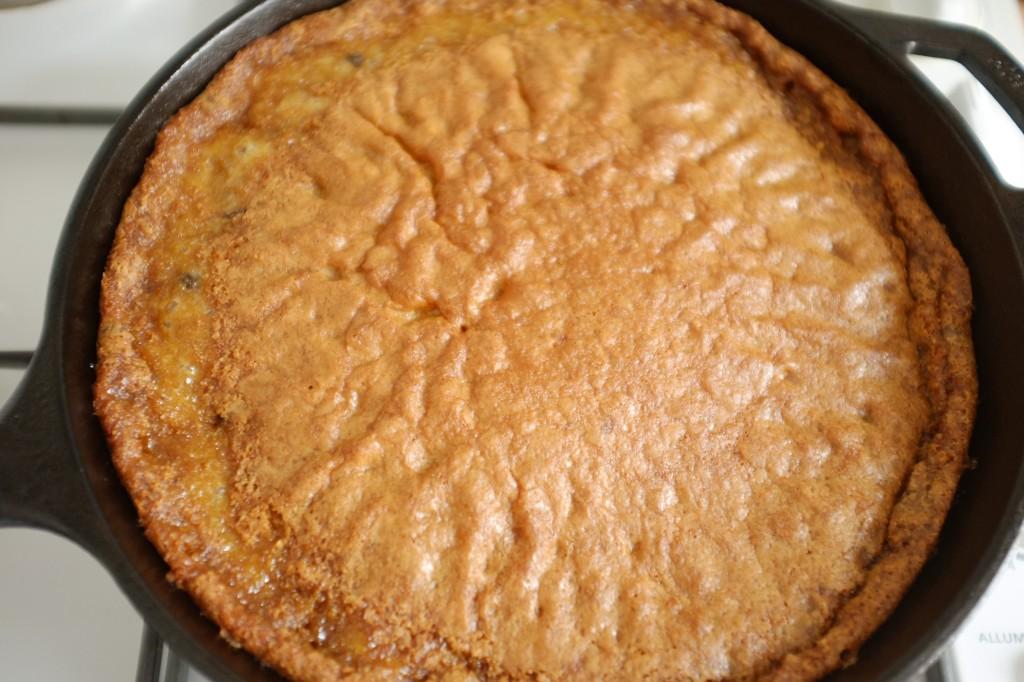 La pâte sans gluten pour les cookie au chocolat à la sortie du four