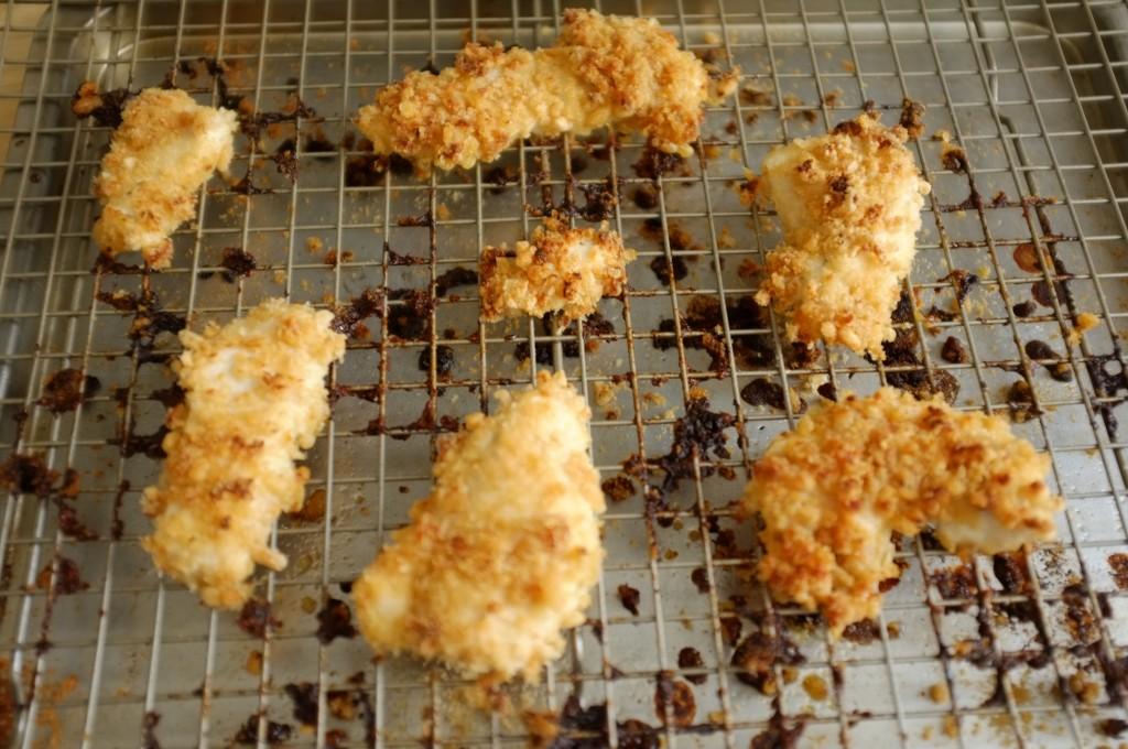 Les nuggets de poulets sans gluten au riz soufflé à la sortie du four