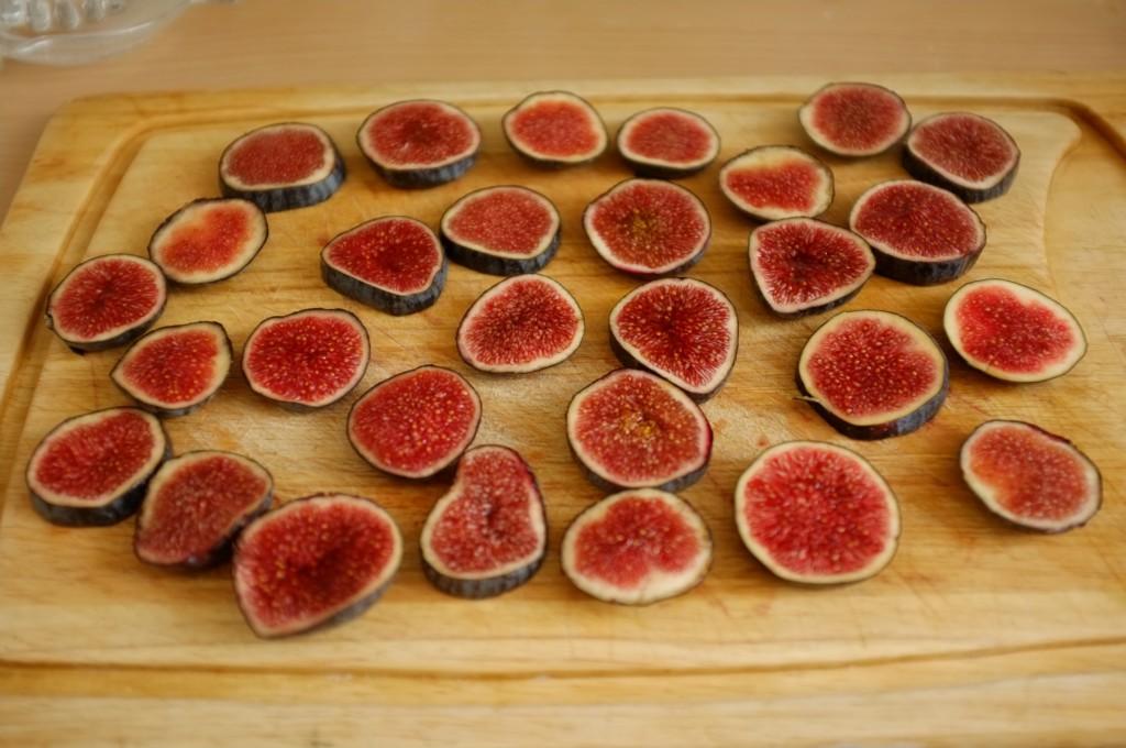 je découpe les figues fraiches en rondelles (environ 3 rondelles par figues).