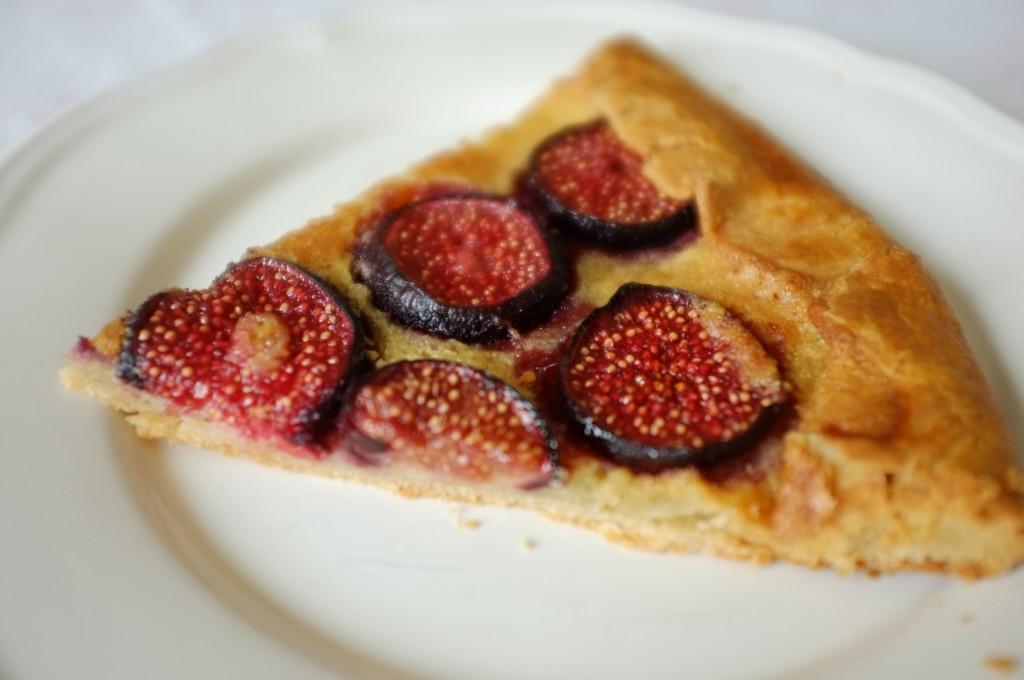 La tarte sans gluten aux figues fraiches, d'une magnifique couleur rouge