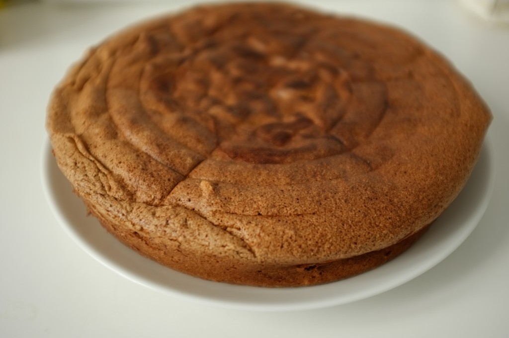 Le gâteau au chocolat sans gluten de Charlotte refroidi