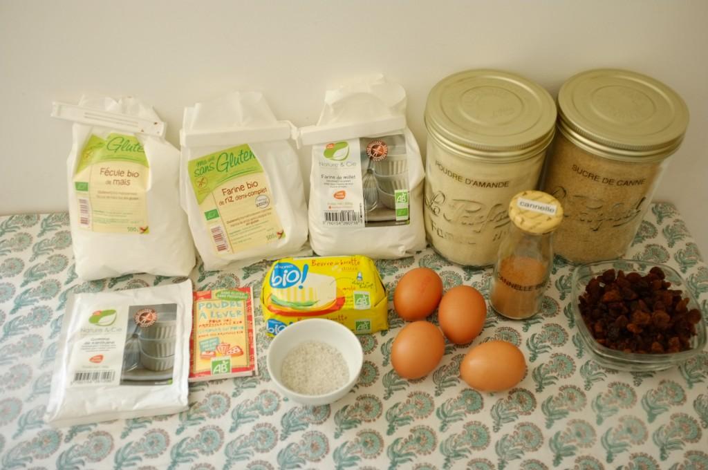 Les ingrédients sans gluten  pour le cake aux raisins et à la cannelle