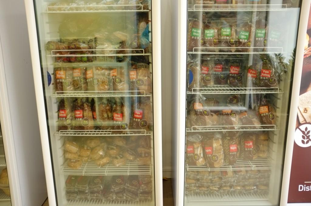 Les congélateurs sont remplis de pains, gâteau, etc...