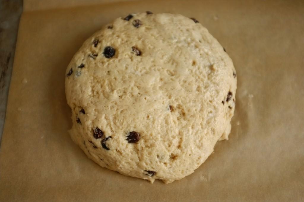 Avec la pâte sans gluten je forme un cercle un peu épais