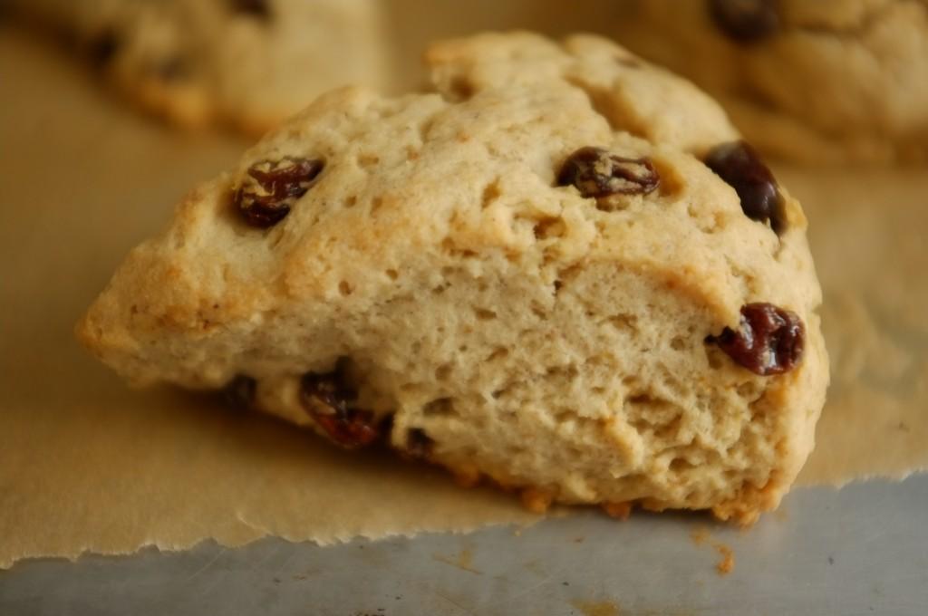 Le scone sans gluten raisin et cannelle.