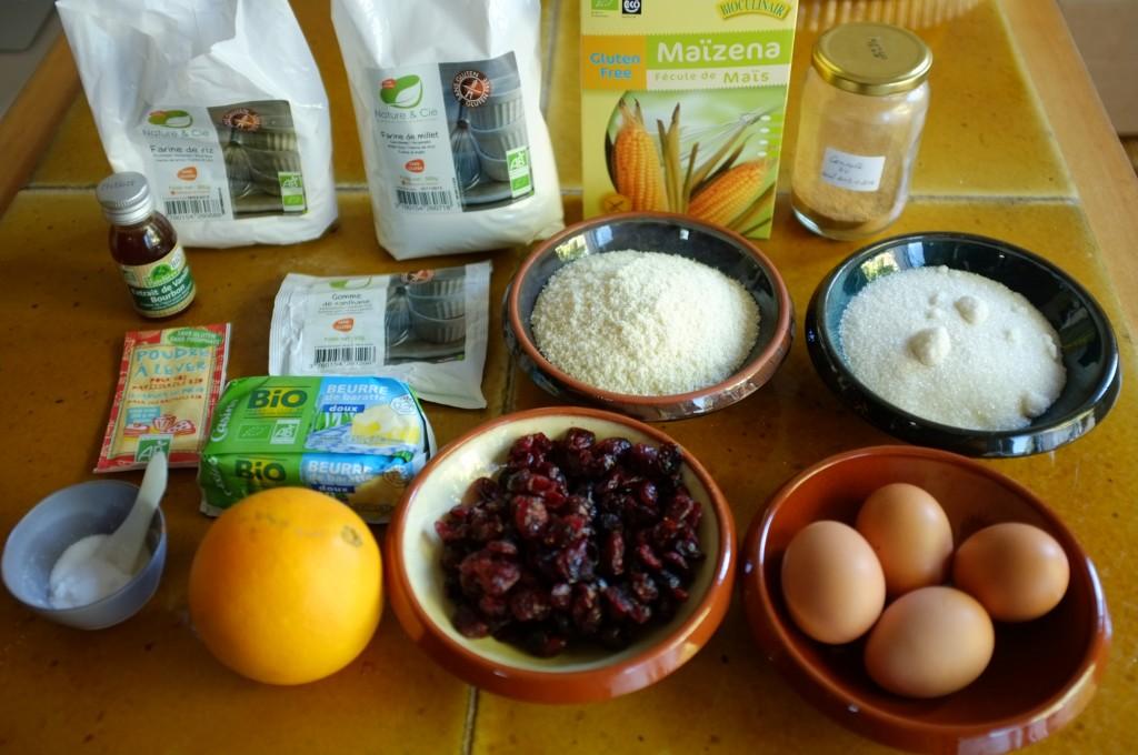 Les ingrédients sans gluten pour le cake orange et cranberry