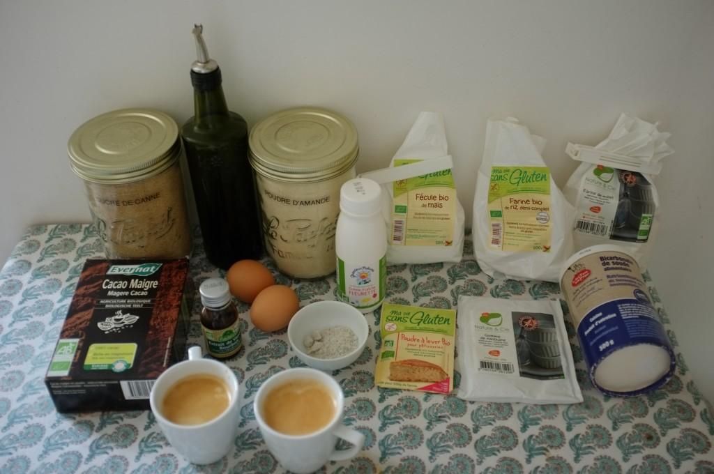 Les ingrédients sans gluten pour le gâteau deux étages au chocolat et café