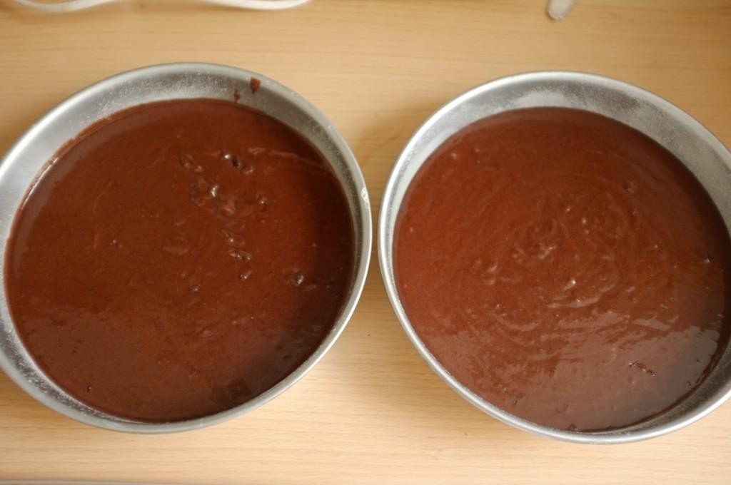 Les moules pour le gâteau sans gluten deux étages, avant d'être enfournés.