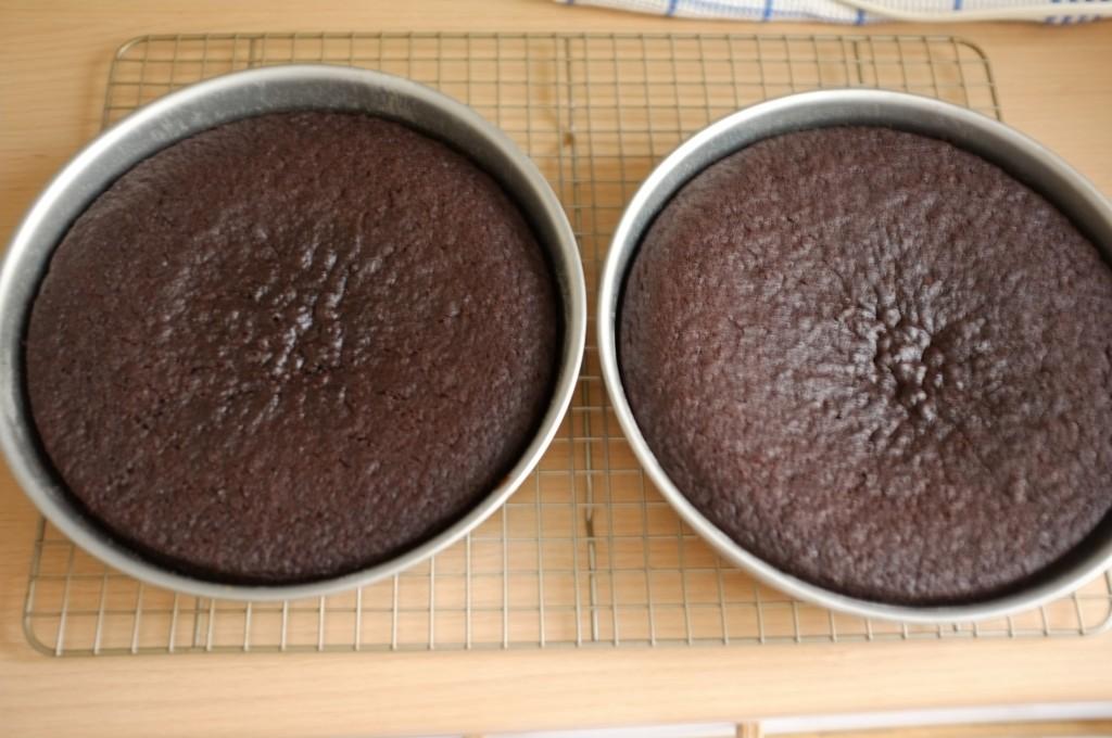 Les gâteaux sans gluten chocolat et café à la sortie du four