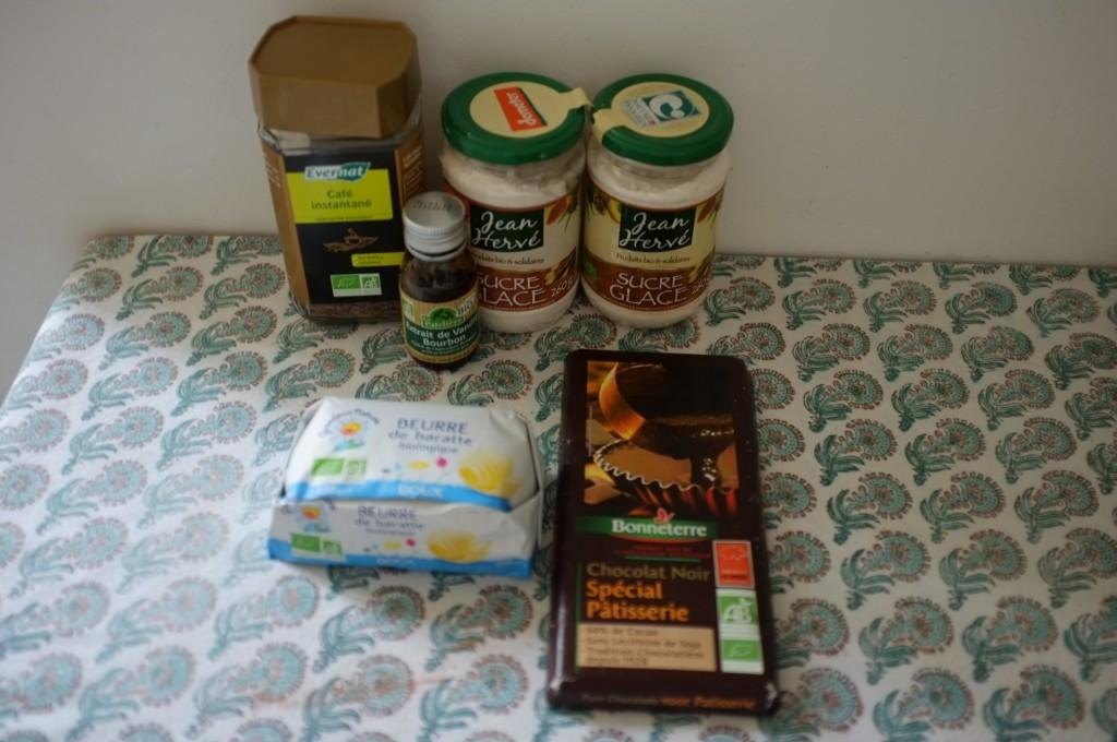Les ingrédients sans gluten pour la crème au beurre chocolat et café