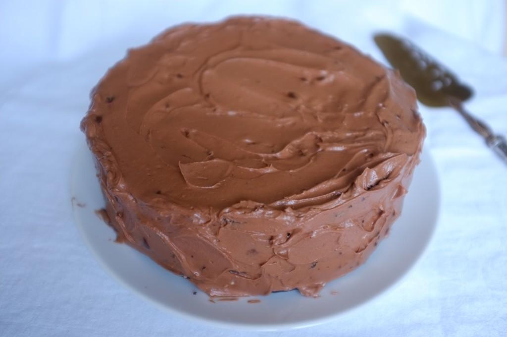 Le gâteau sans gluten à deux étages au chocolat et café