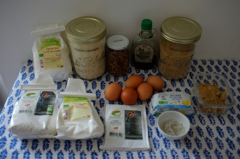 Les ingrédients sans gluten pour le cake au sirop d'érable et noix de pécan