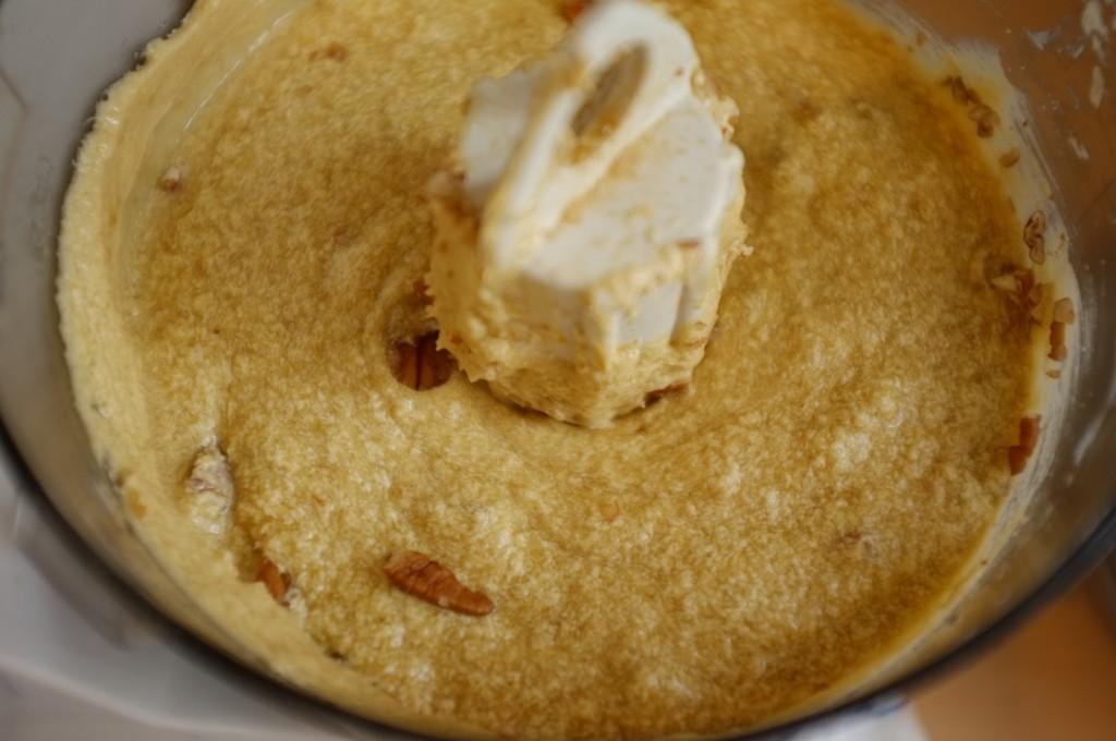La pâte sans gluten pour le cake au sirop d'érable et noix de pécan