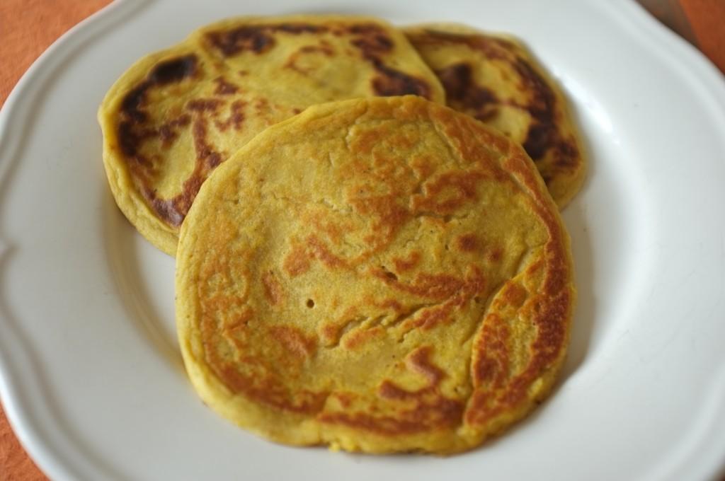 Les pancakes sans gluten au potiron ont une belle couleur dorée