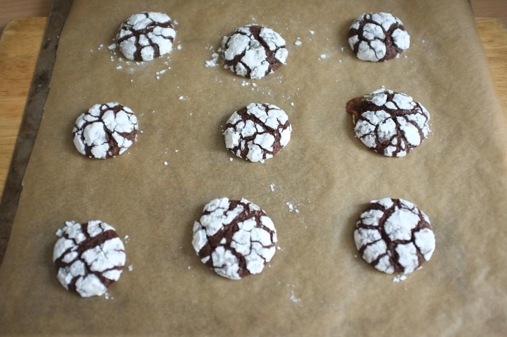 Les cookies des neiges sans gluten à la sortie du four