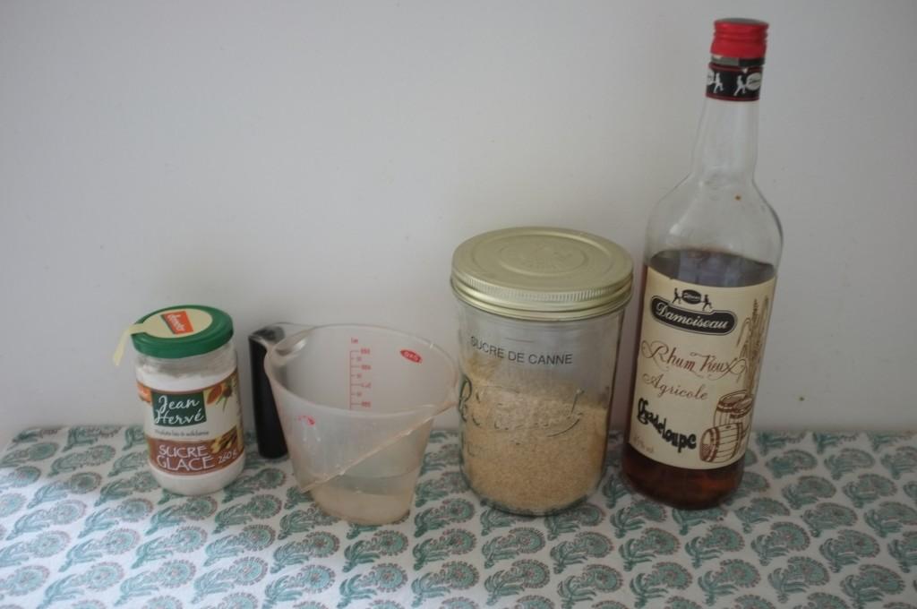 Les ingrédients sans gluten pour le sirop de rhum du baba