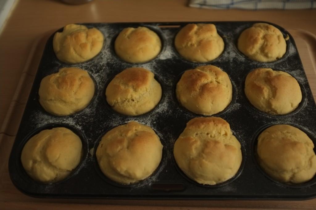 Les petits pains de table sans gluten à la sortie du four
