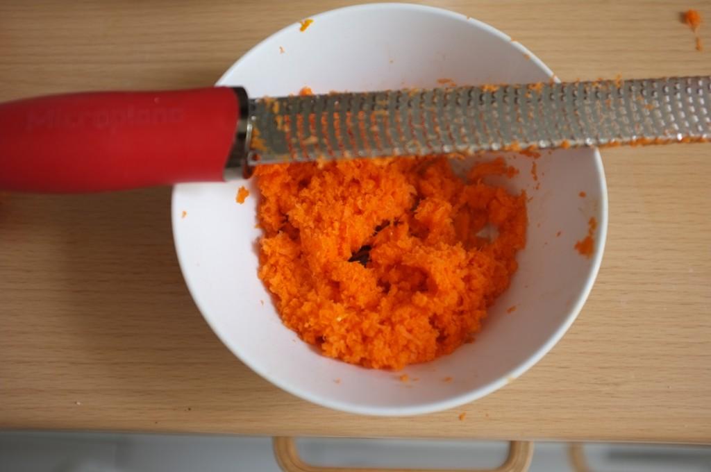 Pour que le cupcake soit vraiment fondant, je râpe très finement les carottes