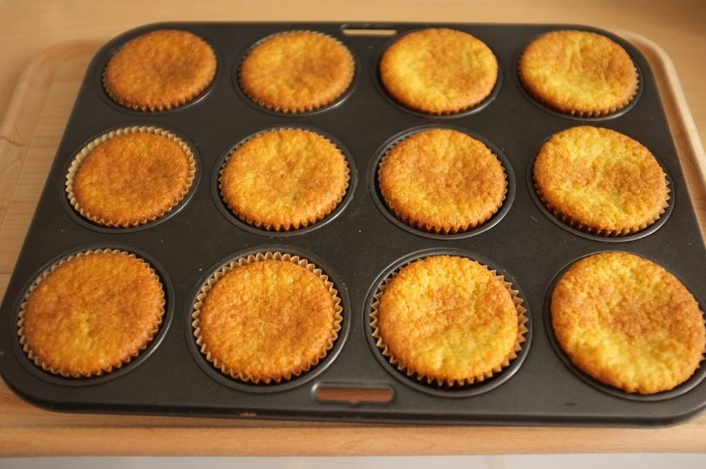 Les muffins sans gluten amande framboise à la sortie du four