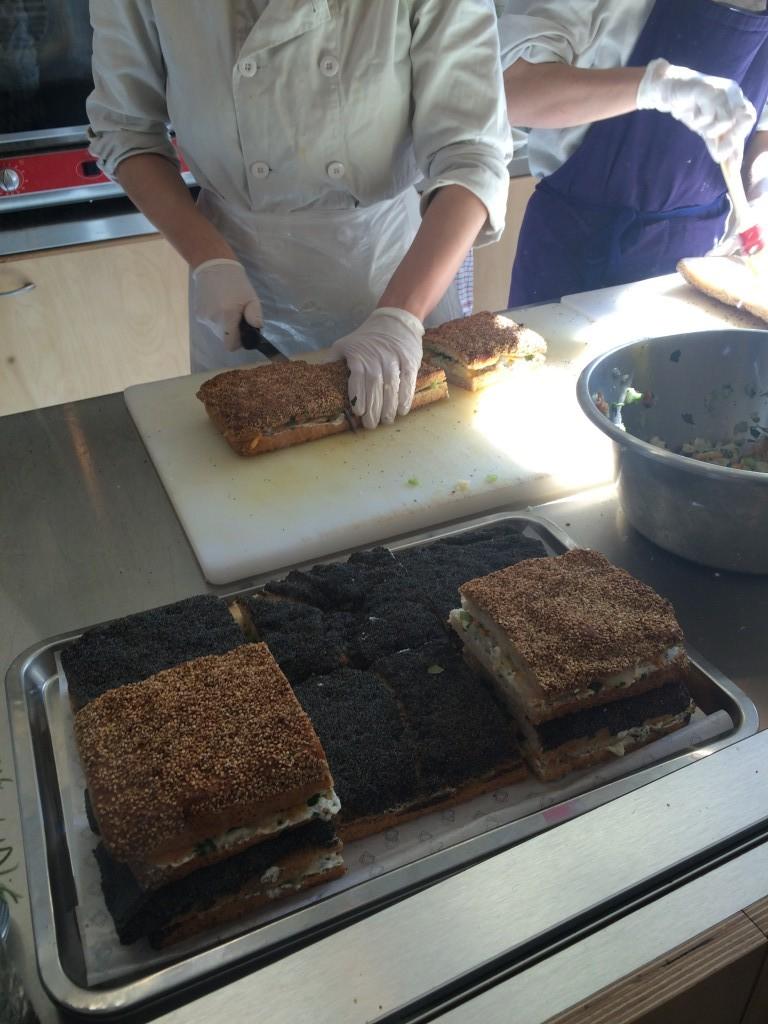 La préparation des sandwichs...
