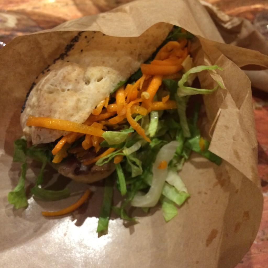 mon kebab sans gluten à la soirée d'ouverture chez OUR