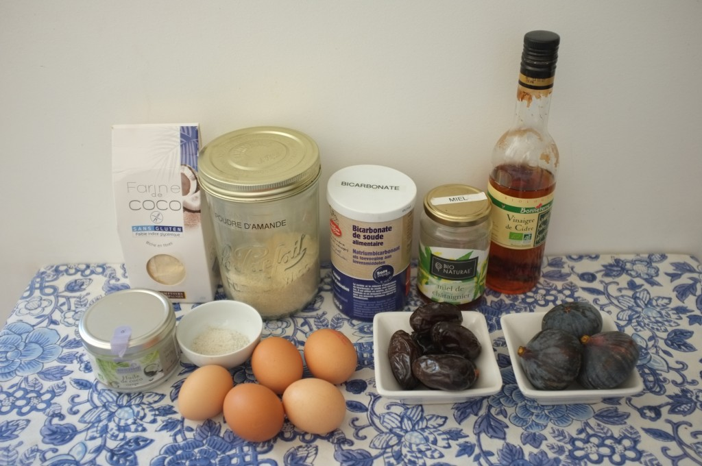 Les ingrédients pour le pain au amande, date et figues