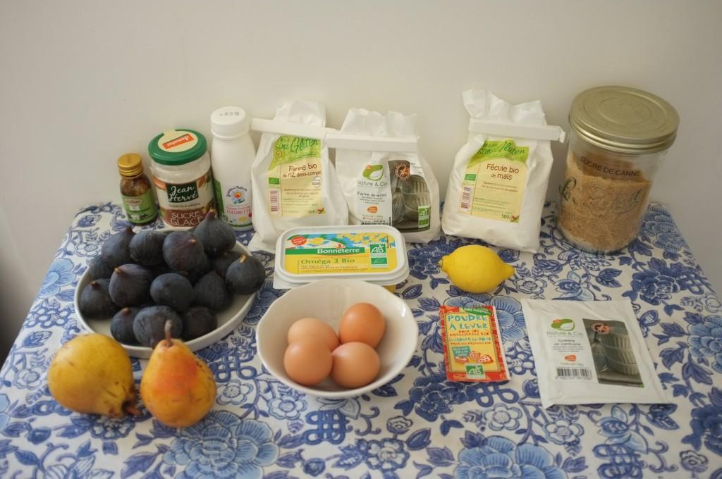Les ingrédients sans gluten pour le gâteau deux étages aux fruits d'automne