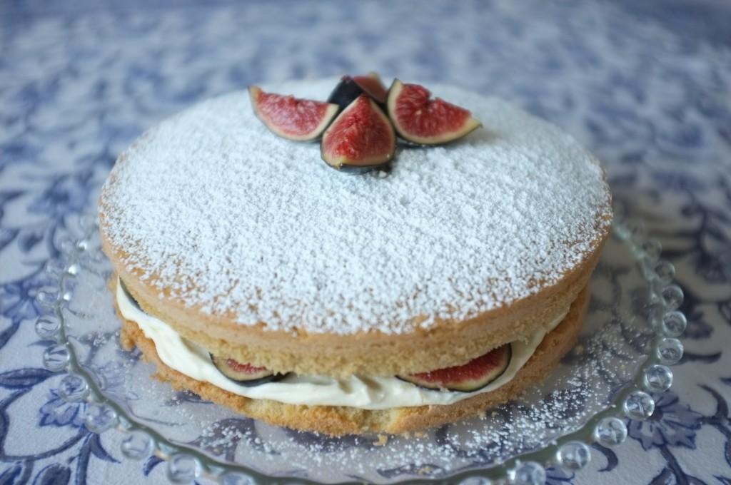 Le gâteau deux étages aux fruits d'automne