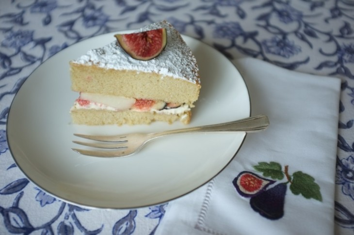 Recette sans gluten de gâteau deux étages aux fruits d'automne