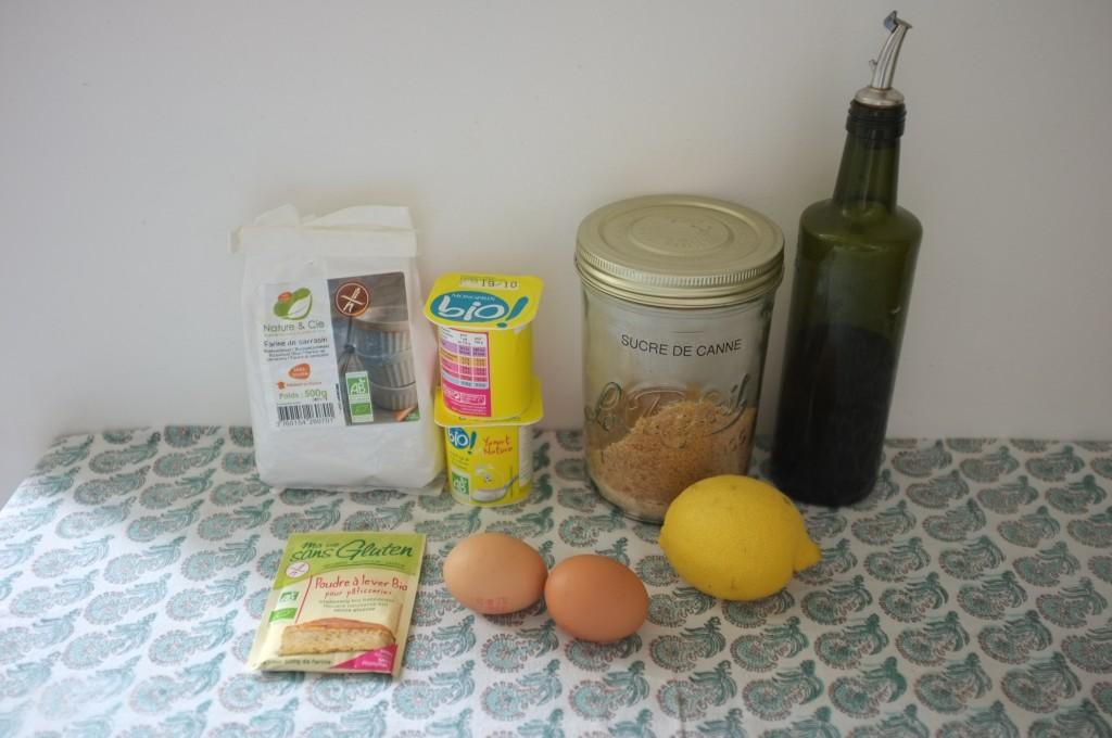 Les ingrédients sans gluten pour cuisiner les muffins au sarrasin.