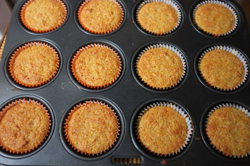 Les muffins sans gluten orange carotte pour Halloween 2015 à la sortie du four.