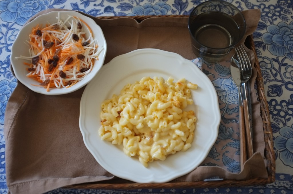 Les mac & chesse sans gluten de Amys' Kitchen avec une petits salade de carotte et celeri râpés