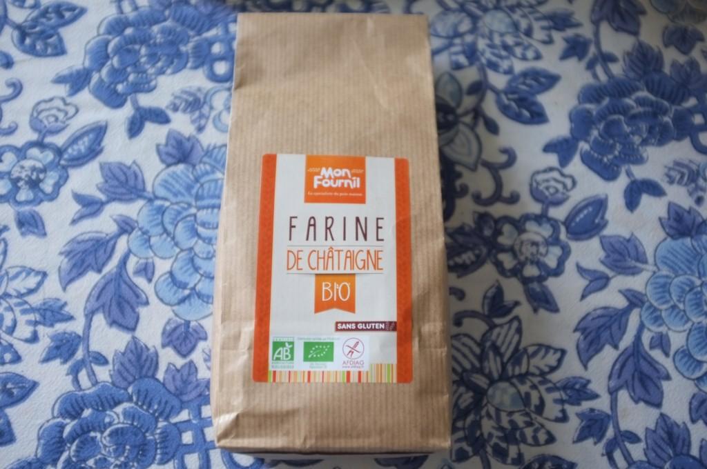 La farine de châtaigne, de la marque Mon fournil est certfifée sans gluten et sent délicieusement bon.