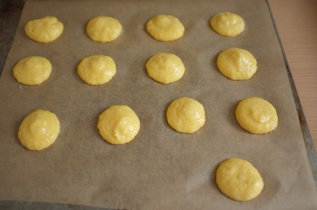 les petits choux sans gluten avant d'être enfournés