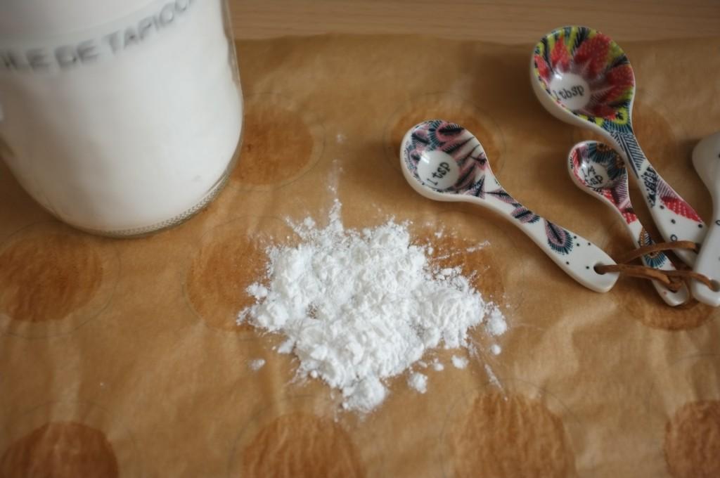 """voilà à quoi ressemble la vraie fécule de tapioca... à du talc. Ce n'est pas les mini perles de tapioca souvent appelées également """"fécule"""" et qui ne marche pas du tout dans cette recette!"""