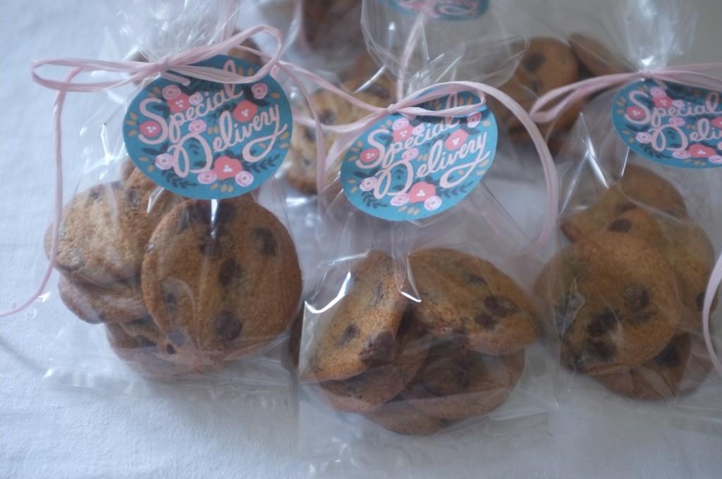Les cookies sans gluten aux pépites de chocolat de William, en petits sachets pour être offert aux voisins.