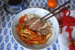 Recette sans gluten de nouilles chinoises, légumes et canard