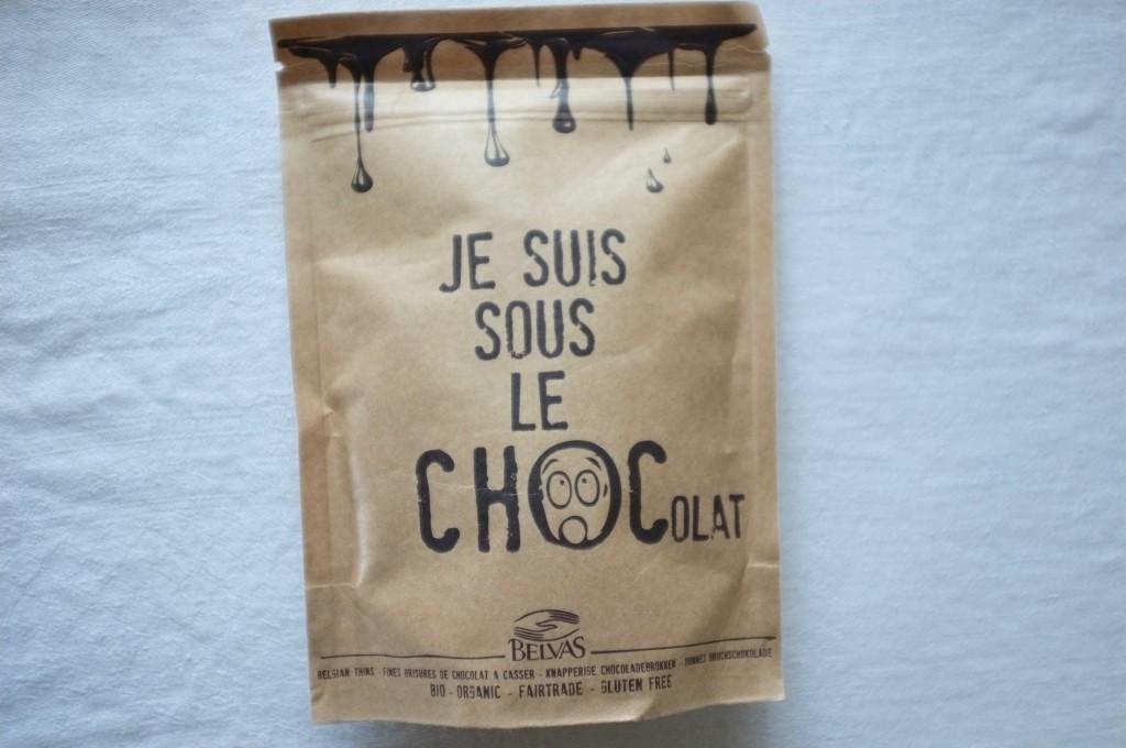Les fines brisures de chocolat à casser, amandes, sel, flocons de noix de coco et brsure de cacao.