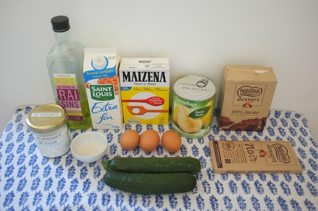 Les ingrédients sans gluten distribués par la Banque Alimentaire, de quoi préparer un gâteau chocolat autour d'une boite de conserve de poire !
