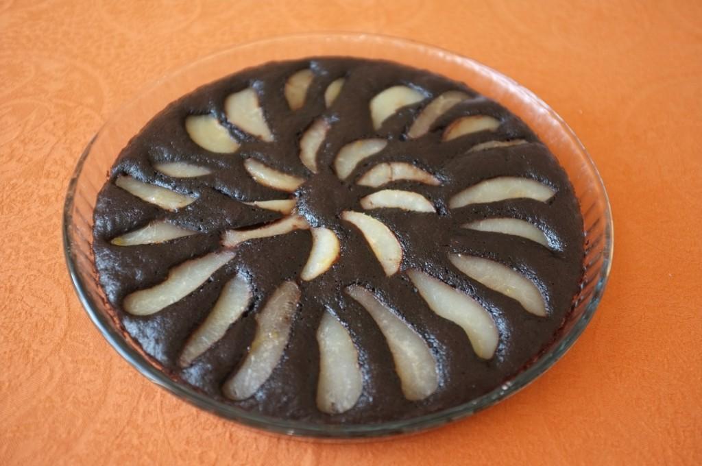 Le gâteau sans gluten poire chocolat n'attend que mon invité...