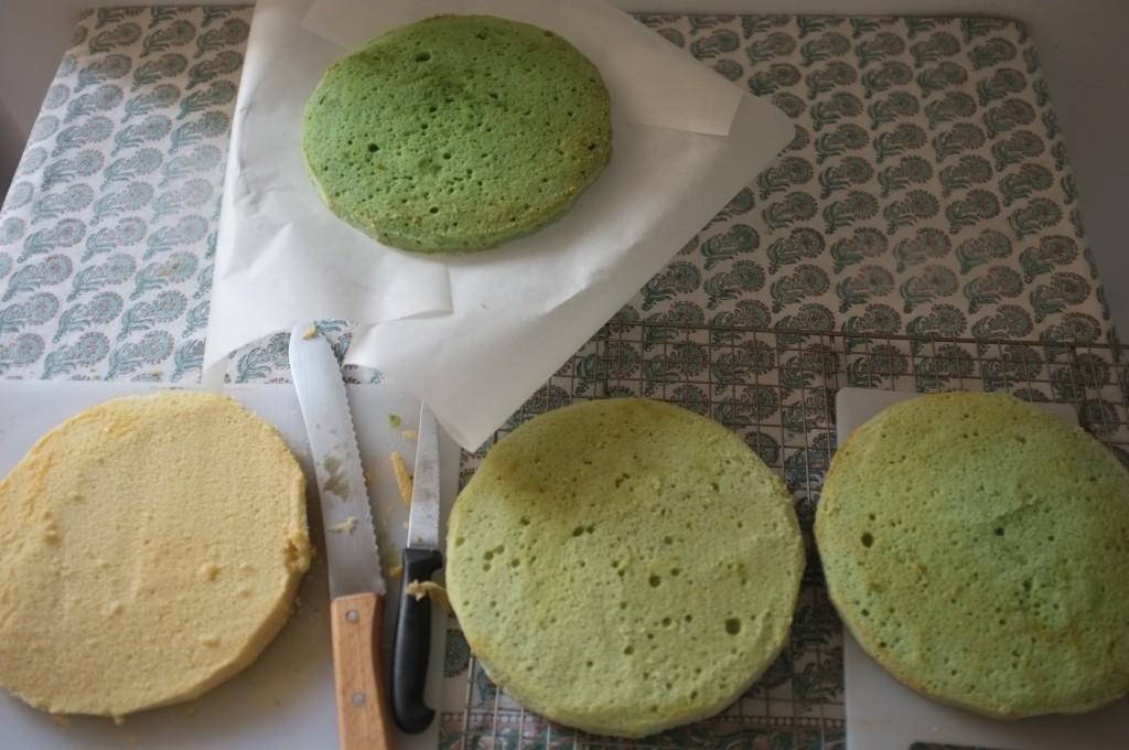 Voilà les 4 gâteaux sans gluten prêts à être assemblés.