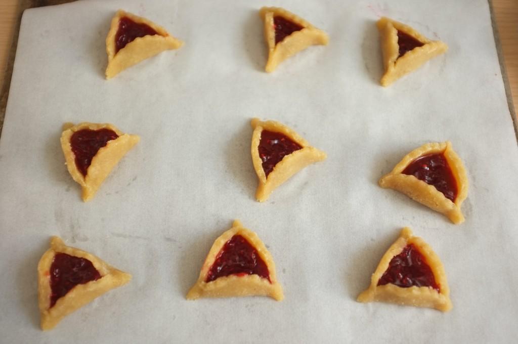Les biscuits Hamantaschen avant d'être enfournés.
