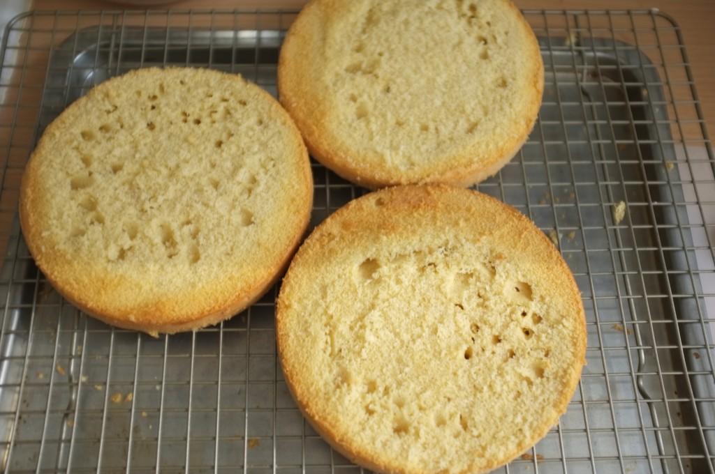 Les trois gâteau sans gluten sont prêts à être assemblés.