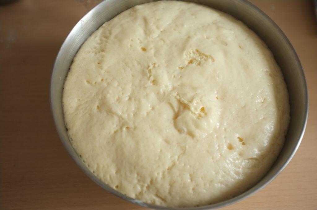 La pâte sans gluten pour les brioches, après avoir levé 1h ( au chaud dans ma salle de bain)